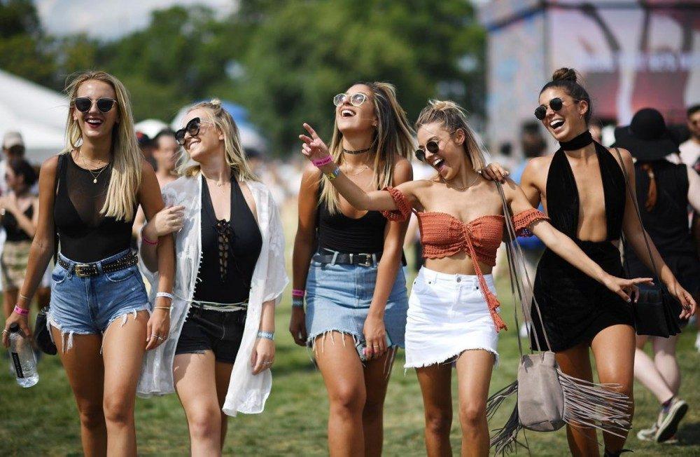 6 Rekomendasi Fashion Saat Menonton Festival Bluegrass