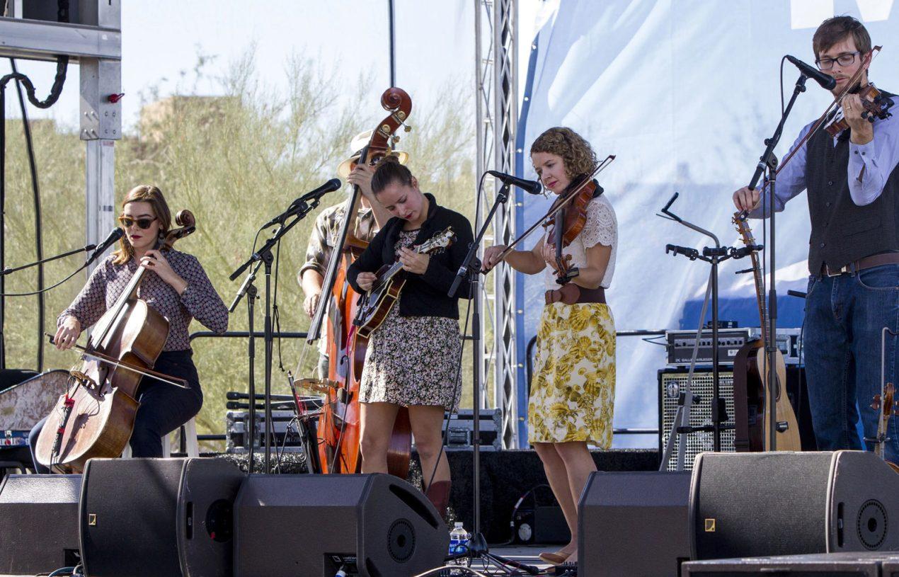 Nonton Festival Bluegrass Semakin Menyenangkan Dengan Cara Ini